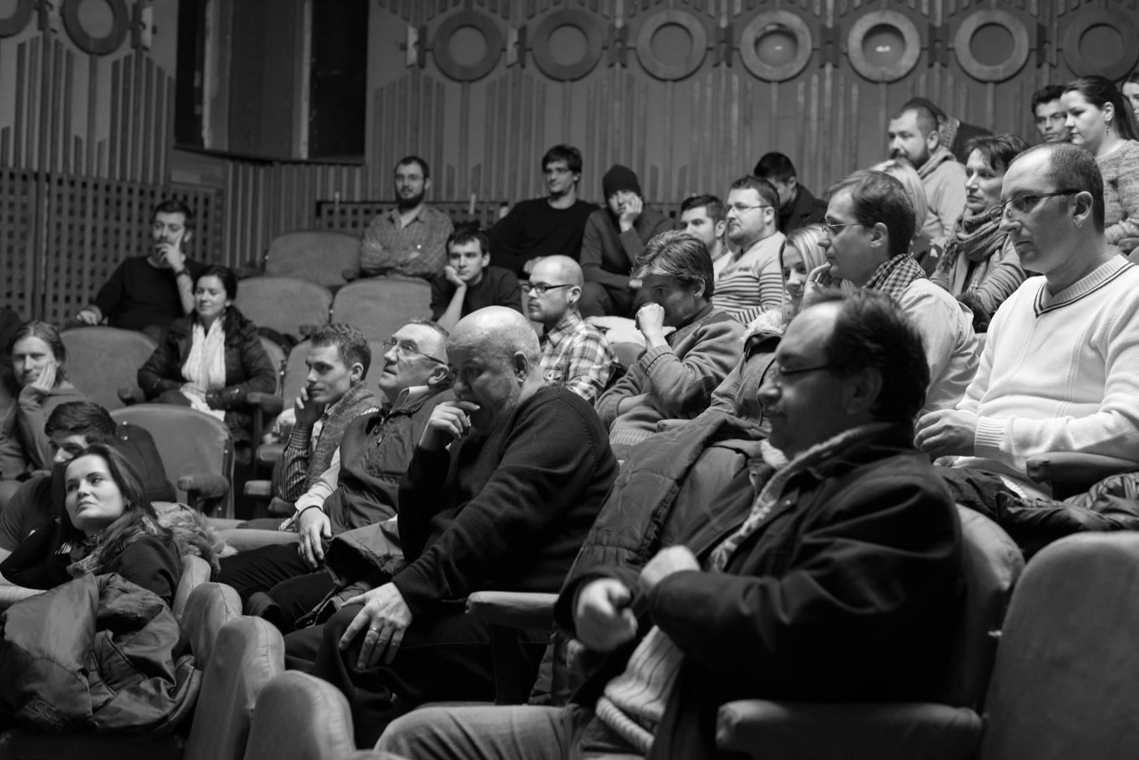 Expoziţie de fotografie Printre popi şi doamne - organizator Clubul Fotografilor Iasi Paul Padurariu cadru Mihail Urscahe Copou 5