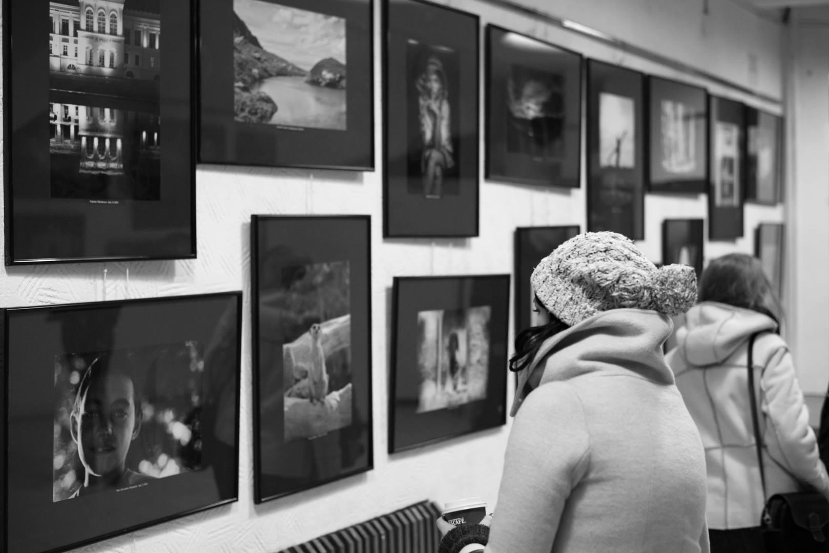 Expoziţie de fotografie Printre popi şi doamne - organizator Clubul Fotografilor Iasi Paul Padurariu cadre de la expozitie 2