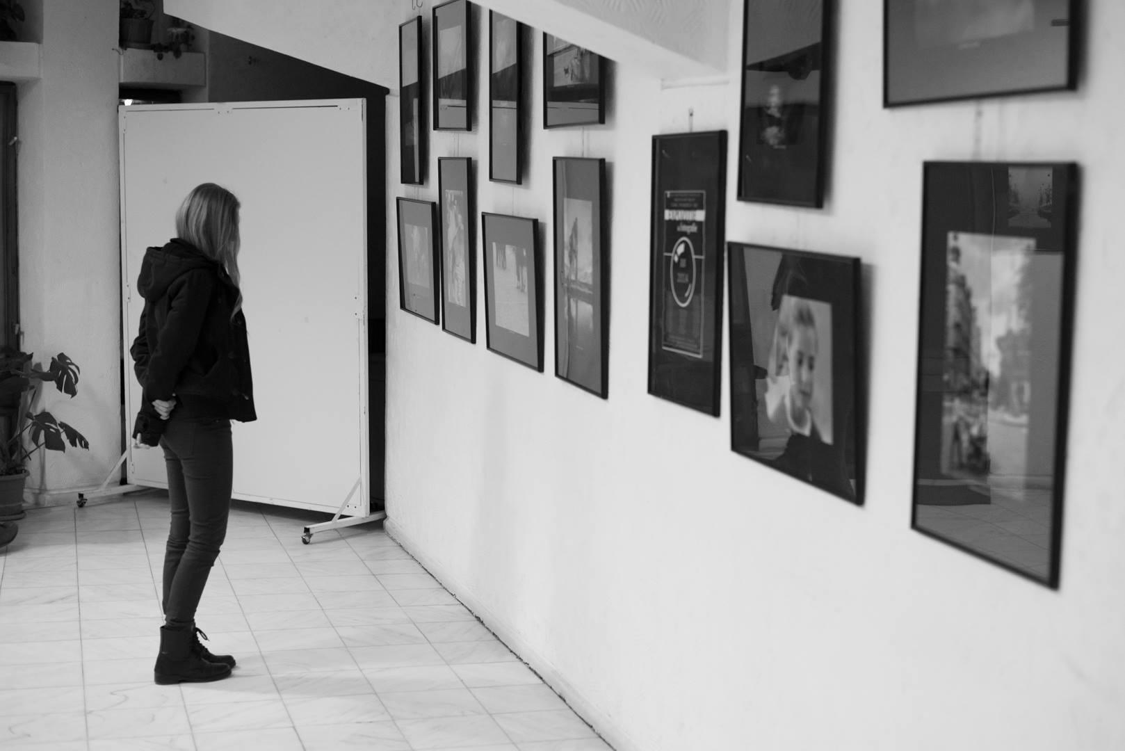 Expoziţie de fotografie Printre popi şi doamne - organizator Clubul Fotografilor Iasi Paul Padurariu cadre de la expozitie