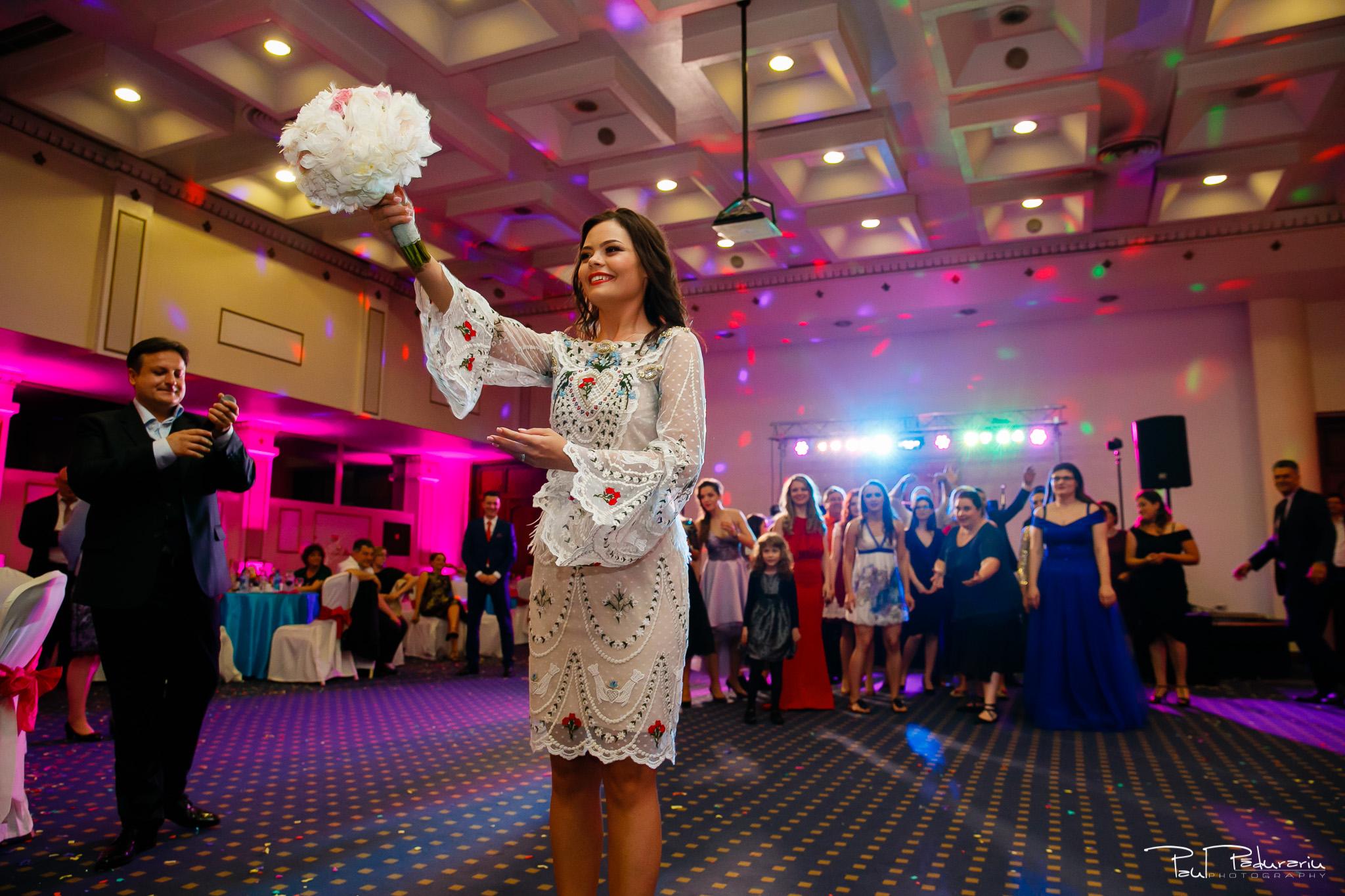 Antonia si Alin – Nunta in Iasi – restaurant Traian www.paulpadurariu.ro © 2018 Paul Padurariu fotograf profesionist nunta Iasi aruncat buchetul