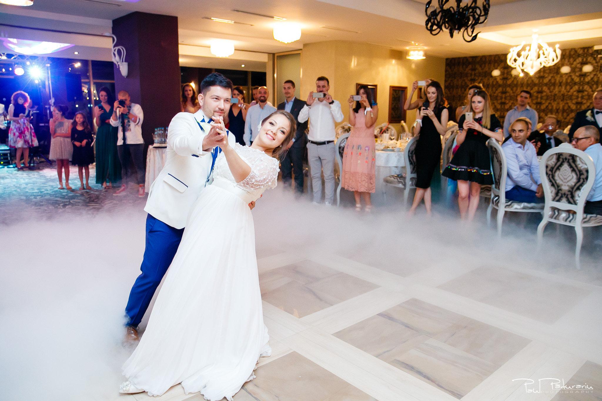 Petrecere la Pleaiada nunta Ema si Tudor fotograf profesionist de nunta iasi www.paulpadurariu.ro © 2017 Paul Padurariu dansul mirilor 3