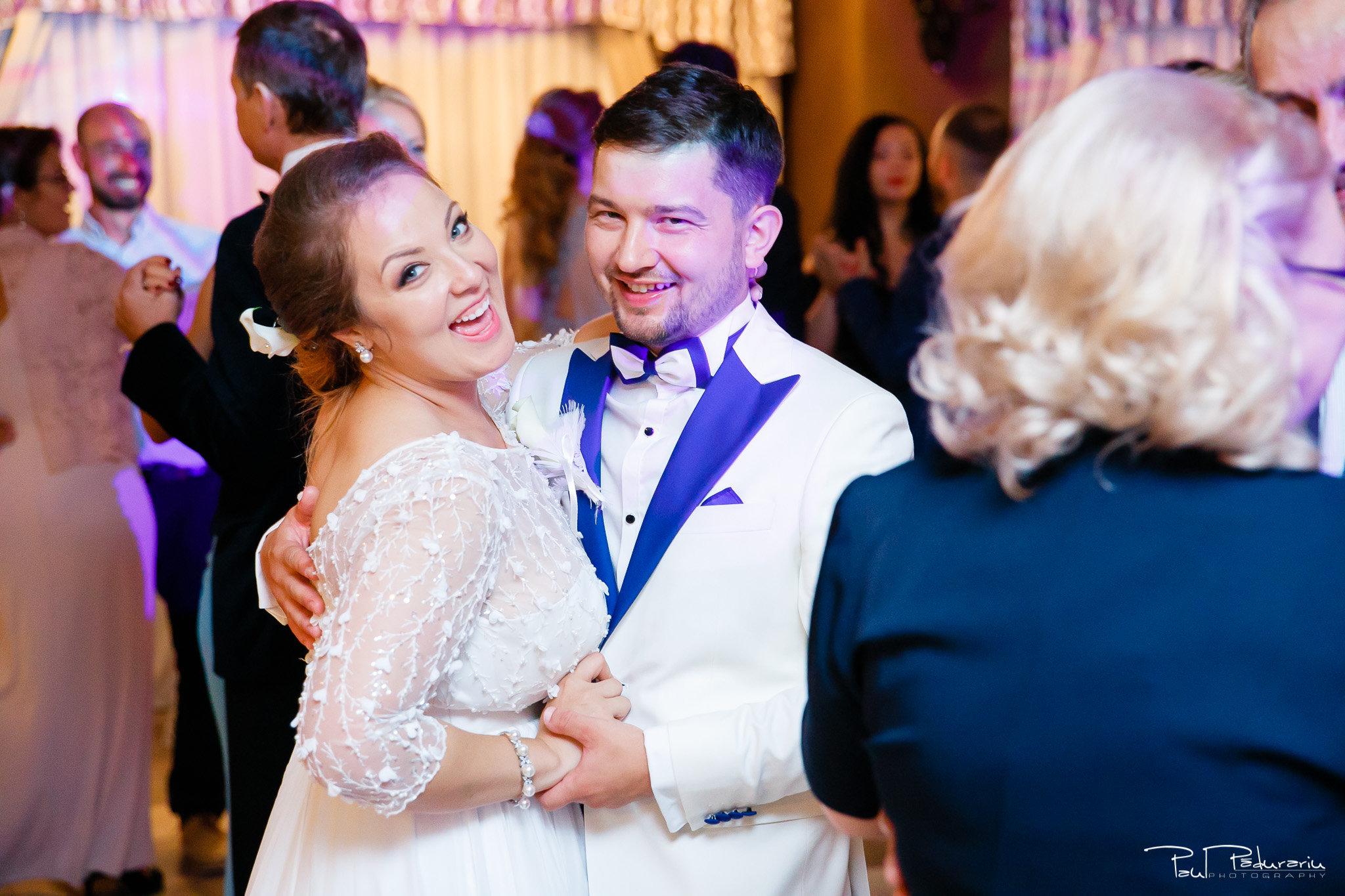 Petrecere la Pleaiada nunta cu tema Paris Ema si Tudor fotograf profesionist de nunta iasi www.paulpadurariu.ro © 2017 Paul Padurariu mirii ringul de dans