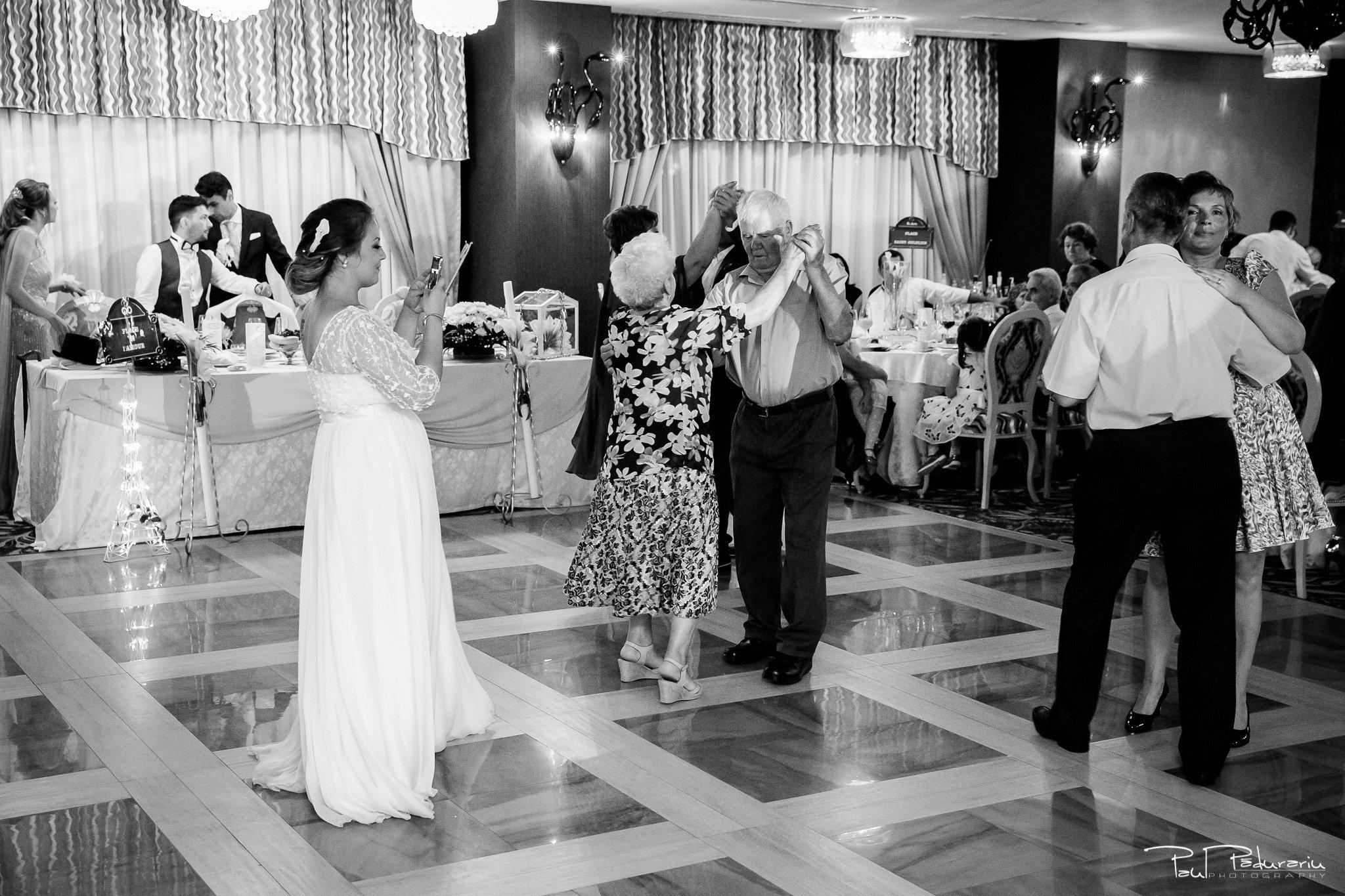 Petrecere la Pleaiada nunta cu tema Paris Ema si Tudor fotograf profesionist de nunta iasi www.paulpadurariu.ro © 2017 Paul Padurariu moment mireasa invitati