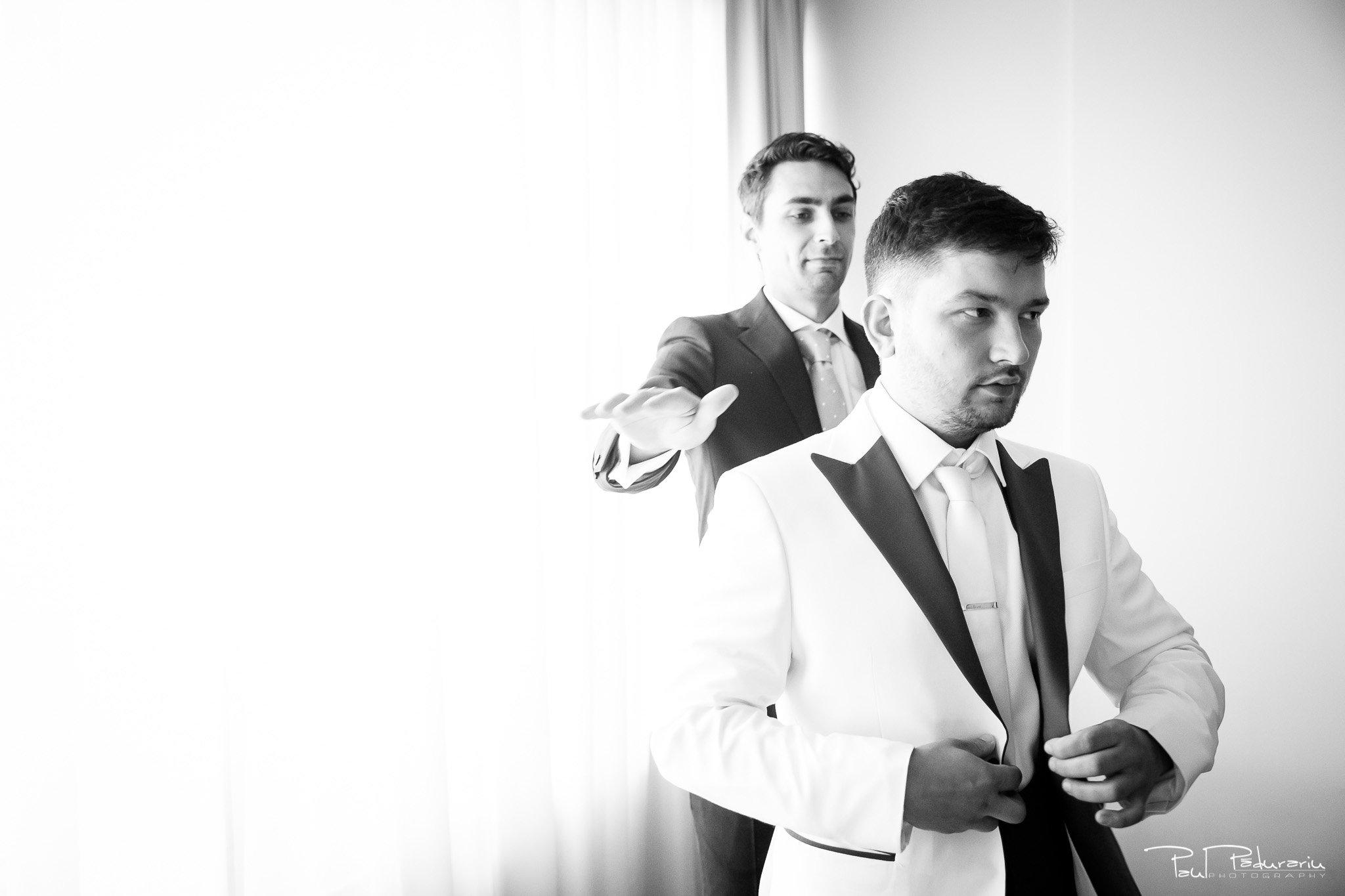 Pregatiri nunta Ema si Tudor fotograf de nunta iasi www.paulpadurariu.ro © 2017 Paul Padurariu - imbracat mire de catre nas
