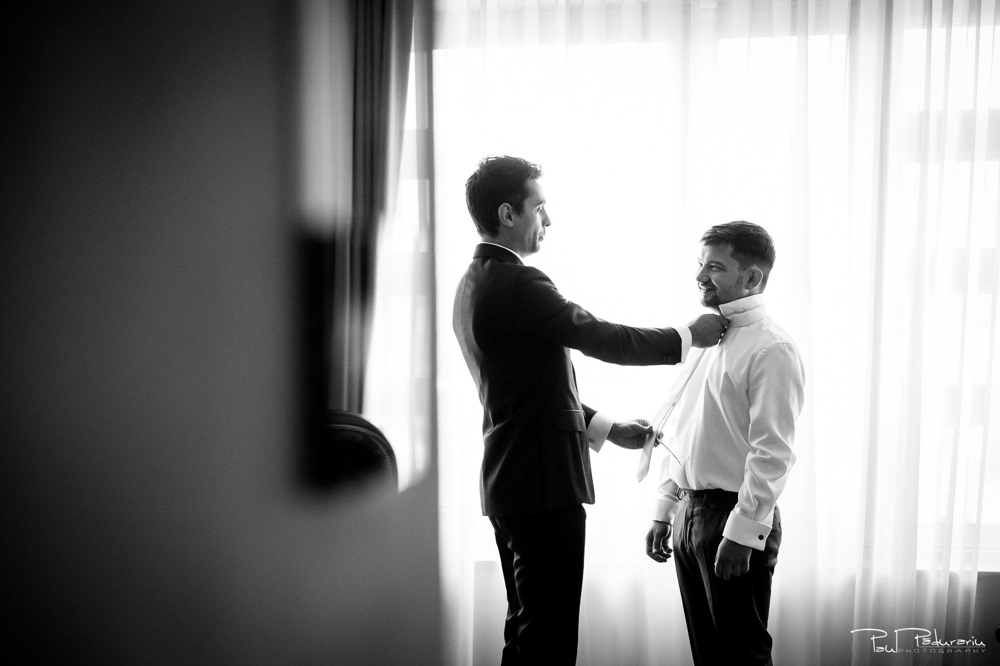 Pregatiri nunta Ema si Tudor fotograf de nunta iasi www.paulpadurariu.ro © 2017 Paul Padurariu - imbracat mire