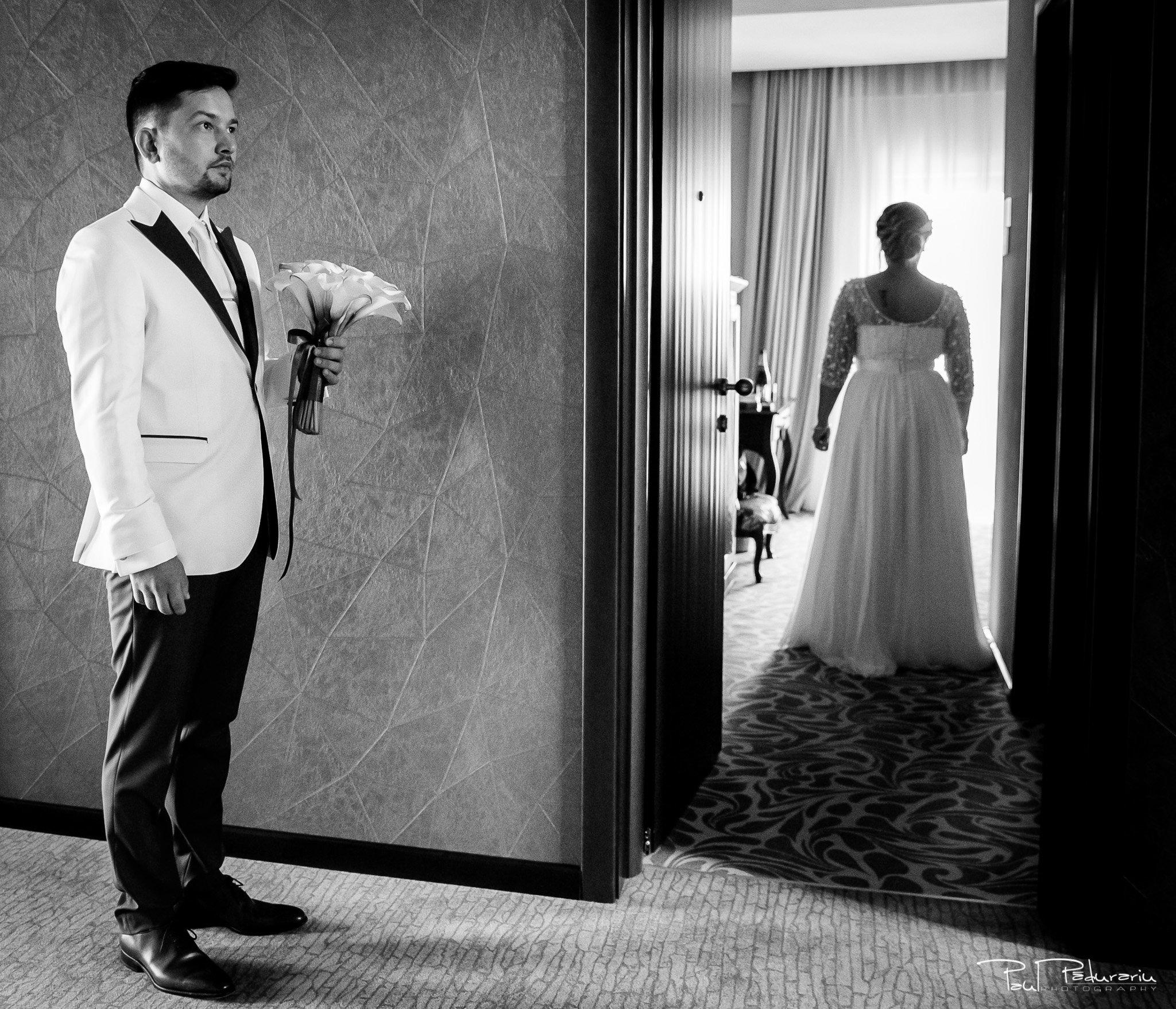 Pregatiri nunta Ema si Tudor fotograf de nunta iasi www.paulpadurariu.ro © 2017 Paul Padurariu - n asteptarea mirelui