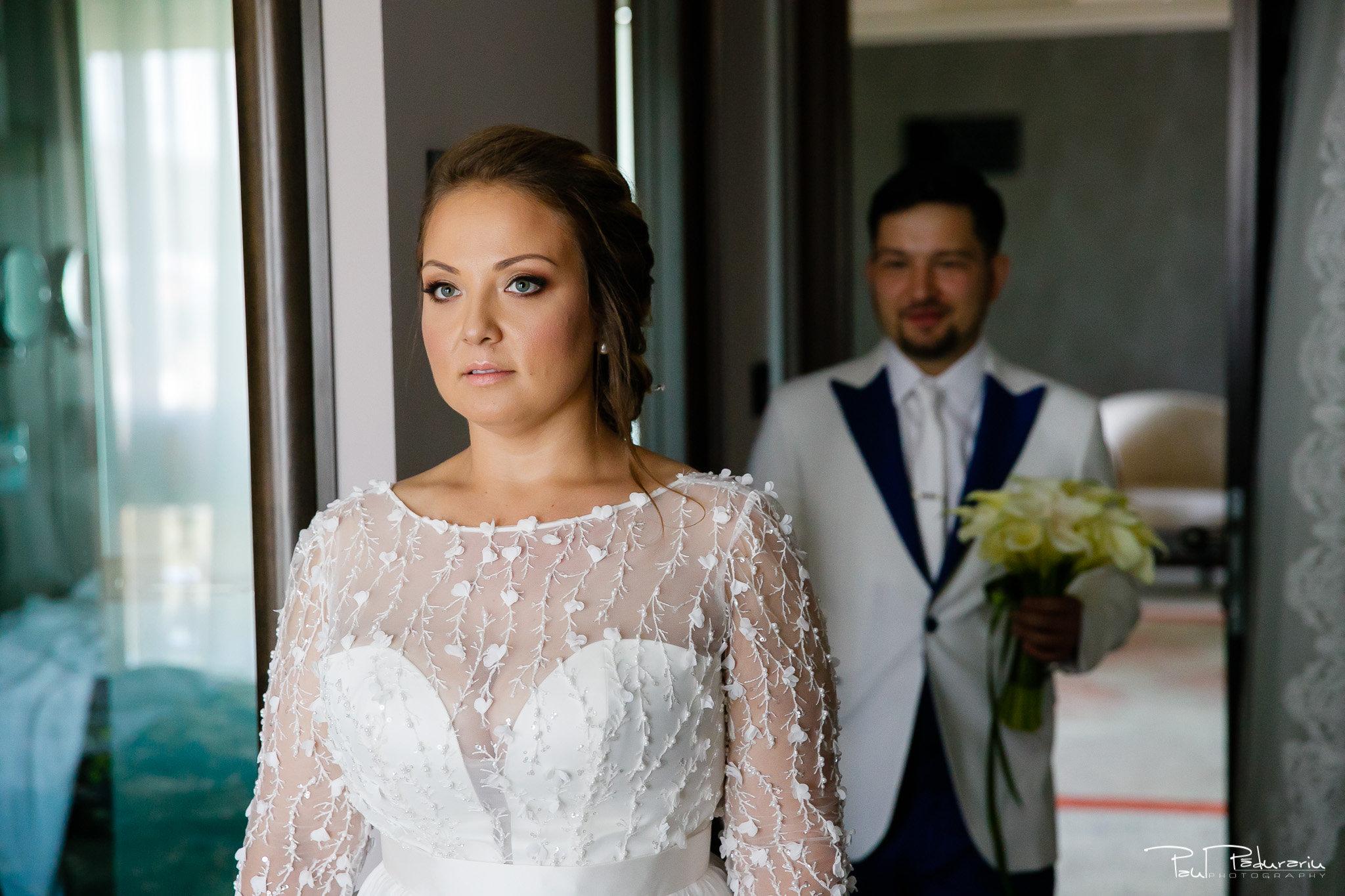 Pregatiri nunta Ema si Tudor fotograf de nunta iasi www.paulpadurariu.ro © 2017 Paul Padurariu - mireasa in asteptarea mirelui