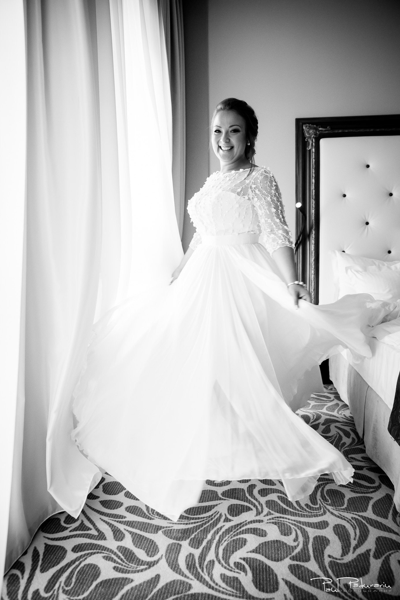 Pregatiri nunta Ema si Tudor fotograf de nunta iasi www.paulpadurariu.ro © 2017 Paul Padurariu - imbracat mireasa pirueta