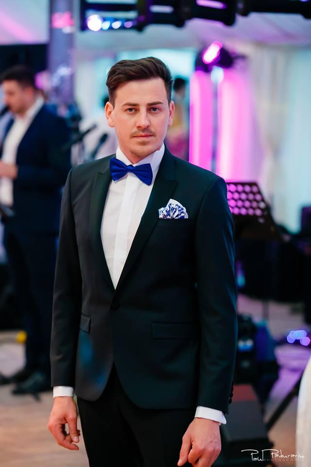 Prezentare costum mire negru papion albastru Seroussi Iasi Ceremony Summer 2018 la Elysium Events fotograf profesionist Paul Padurariu
