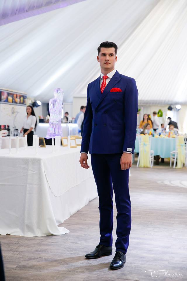 Prezentare costum mire albastru Seroussi Iasi Ceremony Summer 2018 la Elysium Events fotograf profesionist Paul Padurariu