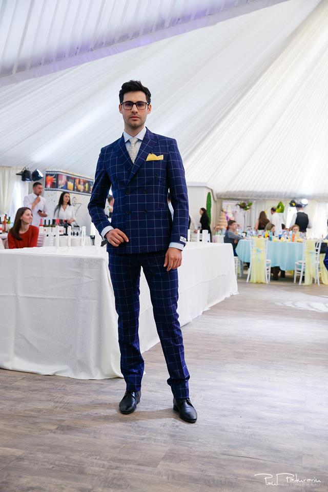 Prezentare costum mire elegant patratele bleumarin Seroussi Iasi Ceremony Summer 2018 la Elysium Events fotograf profesionist Paul Padurariu