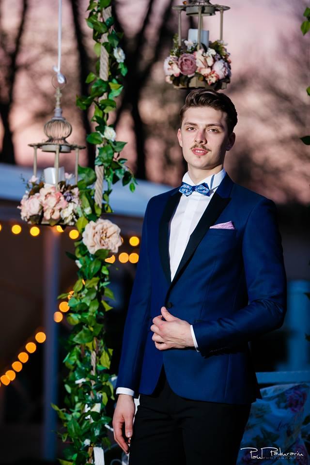 Prezentare costum mire albastru lucios Seroussi Iasi Ceremony Summer 2018 la Elysium Events fotograf profesionist Paul Padurariu
