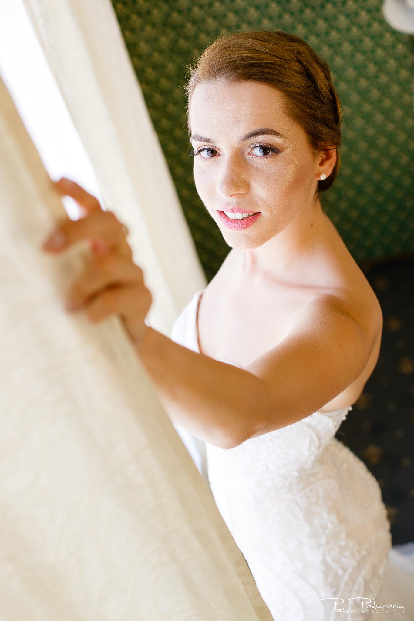 Roxana si Silviu Nunta Hotel Eden Iasi - pregatiri - mireasa si rochia - fotograf profesionist nunta www.paulpadurariu.ro © 2017 Paul Padurariu