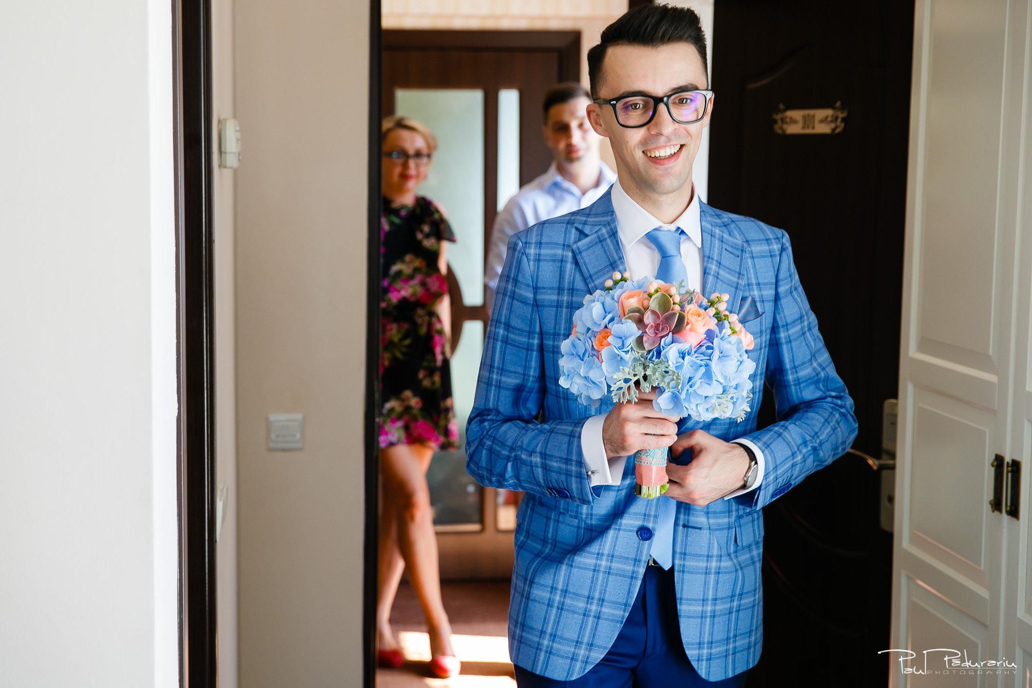 Roxana si Silviu Nunta Hotel Eden Iasi - reactie mire la vederea miresei - fotograf profesionist nunta www.paulpadurariu.ro © 2017 Paul Padurariu