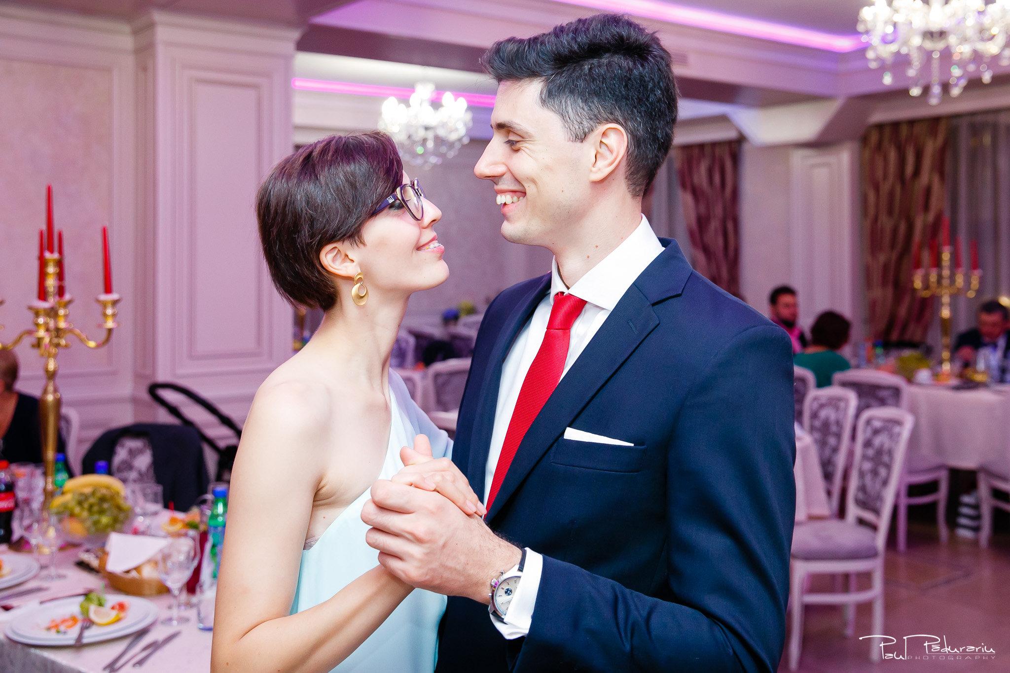 Roxana si Silviu Nunta Hotel Eden petrecere fotograf profesionist iasi www.paulpadurariu.ro © 2017 Paul Padurariu dans invitati