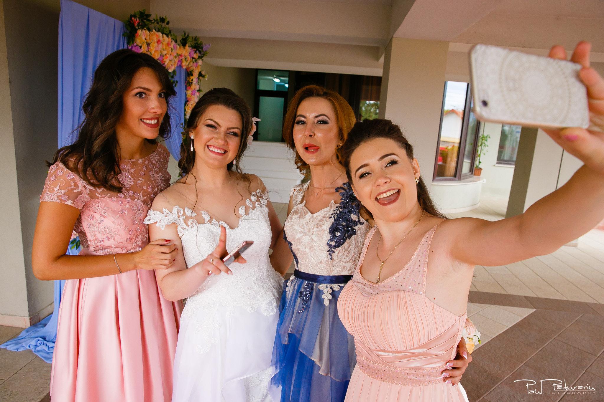 Selfie Ariadna si Iulian petrecere nunta Iasi www.paulpadurariu.ro © 2017 Paul Padurariu