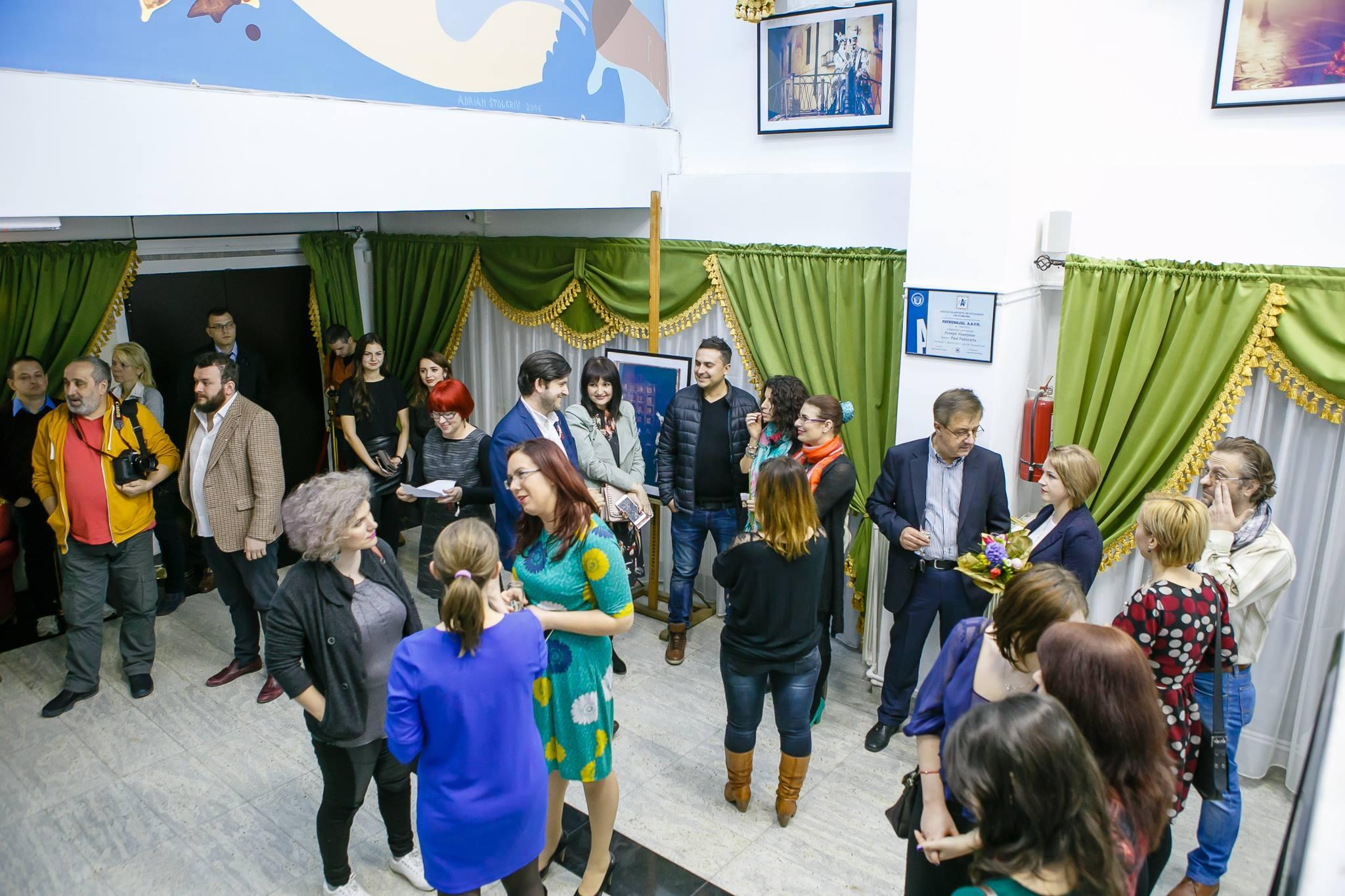 Vernisaj Expozitie de Fotografie Povesti Venetiene Paul Padurariu fotograf profesionist Iasi invitati