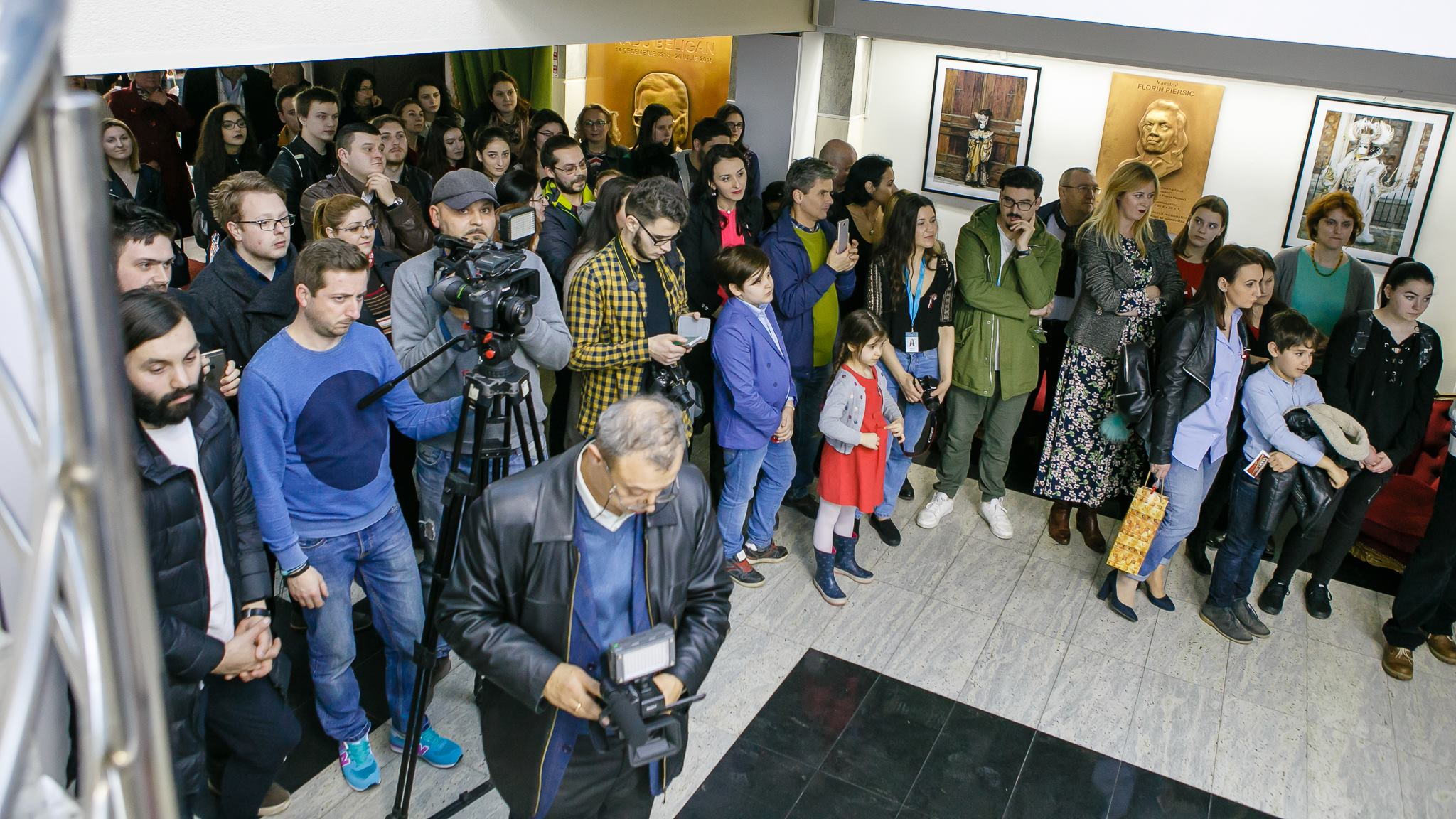 Vernisaj Expozitie de Fotografie Povesti Venetiene Paul Padurariu fotograf profesionist Iasi - invitati presa