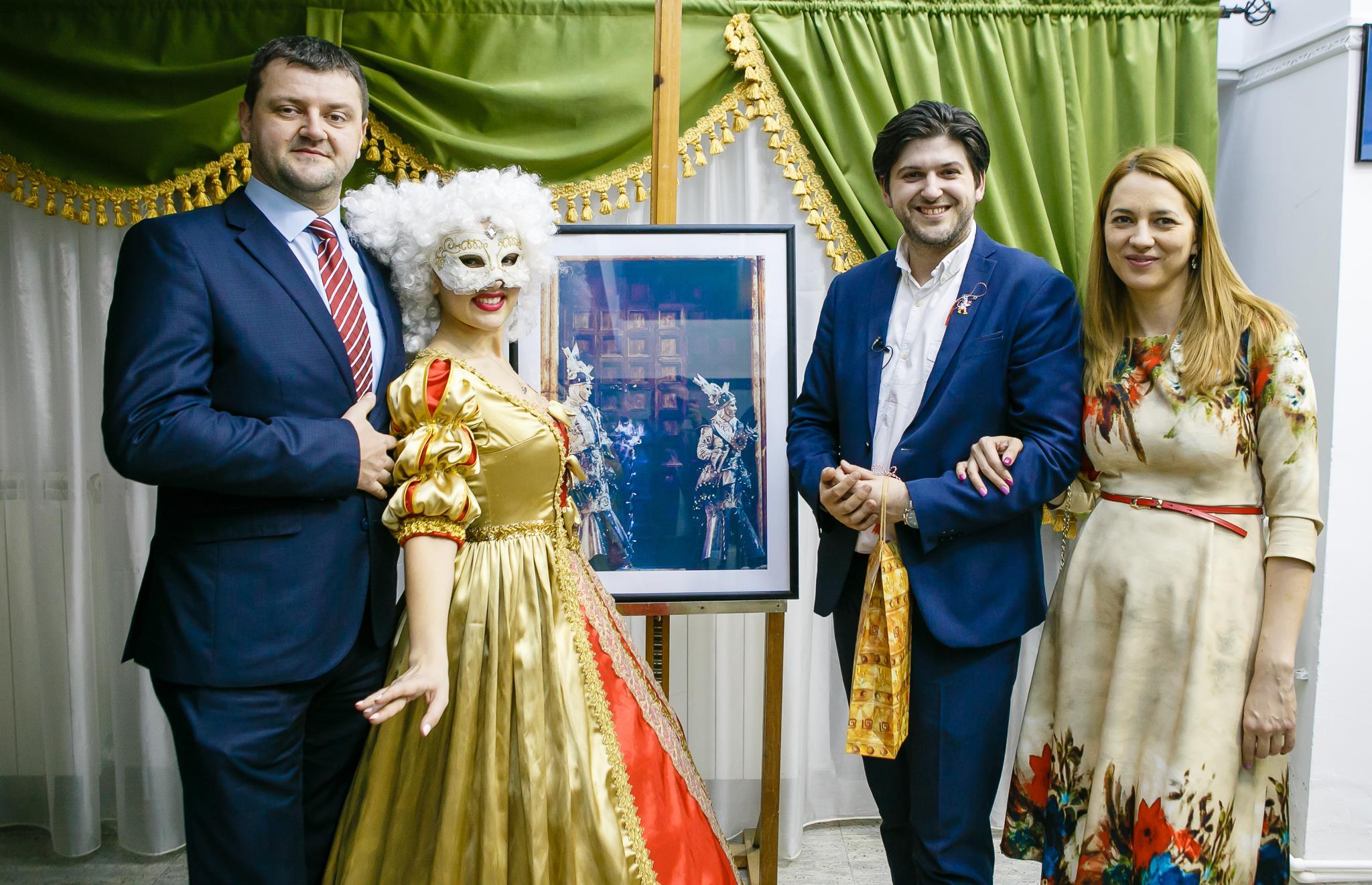 Vernisaj Expozitie de Fotografie Povesti Venetiene Paul Padurariu fotograf profesionist Iasi - fotografie cu invitati