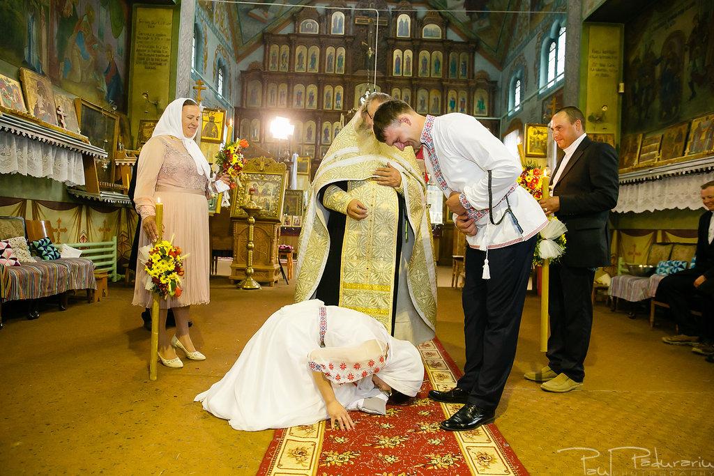 Nuntă tradițională Elisabeta și Alexandru fotograf profesionist nunta Iasi www.paulpadurariu.ro © 2018 Paul Padurariu fotograf de nunta Iasi cununia religioasa 1112