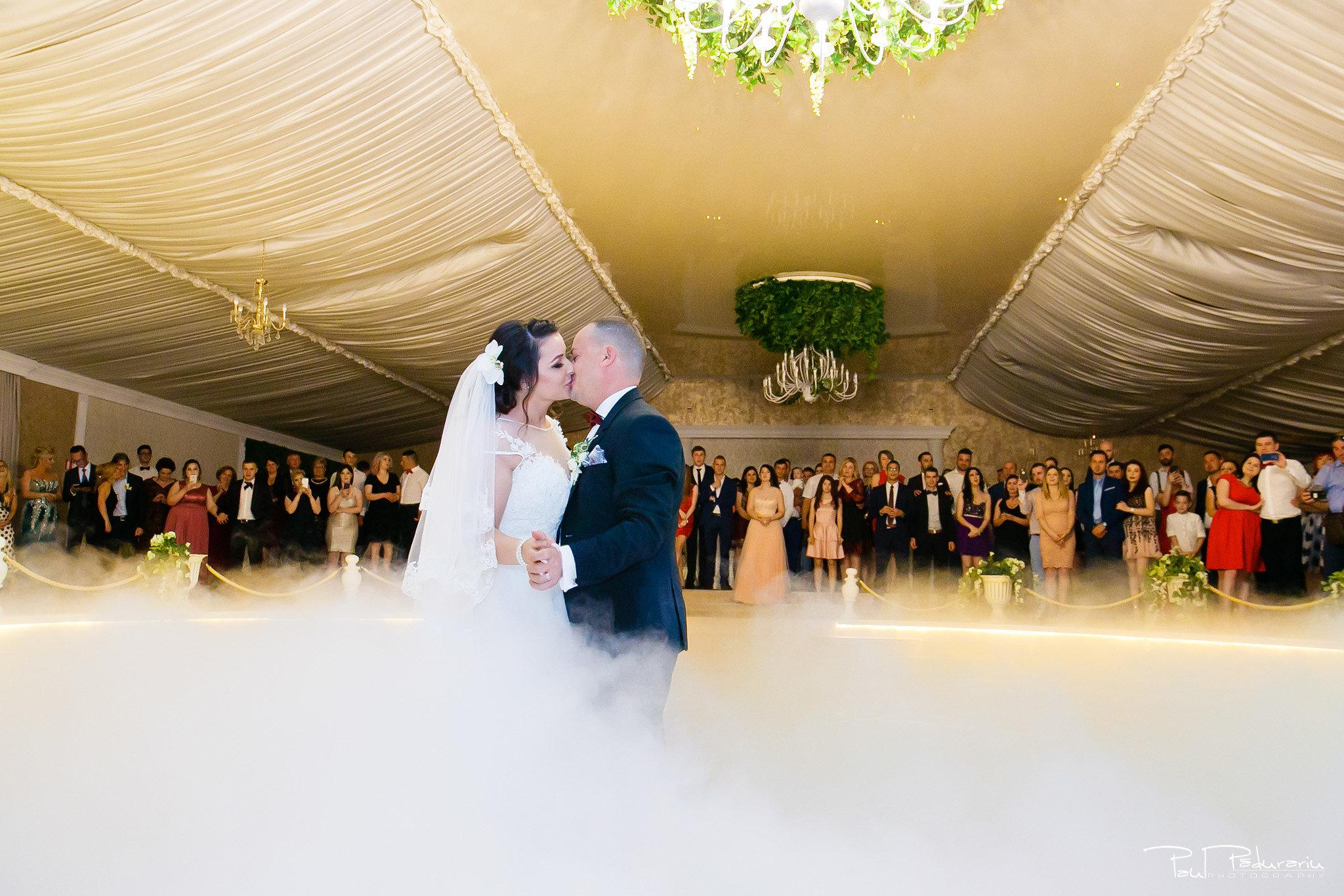 Dansul mirilor Ana-Maria și Marius nunta La Castel Iasi fotograf profesionist www.paulpadurariu.ro © 2018 Paul Padurariu 1