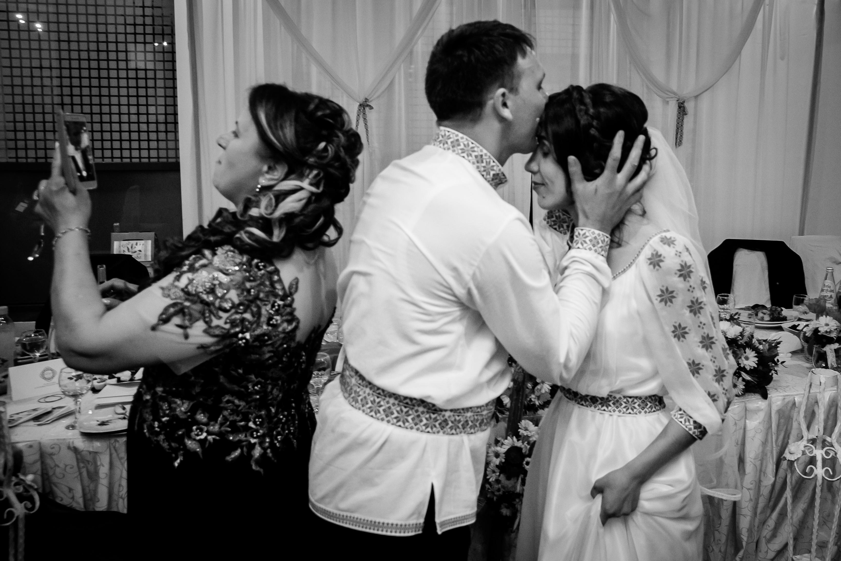 Nuntă tradițională Elisabeta și Alexandru fotograf profesionist nunta Iasi www.paulpadurariu.ro © 2018 Paul Padurariu fotograf de nunta Iasi petrecere miri 13