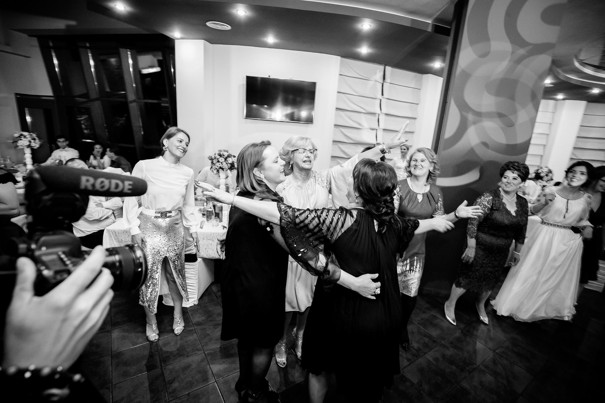 Nuntă tradițională Elisabeta și Alexandru fotograf profesionist nunta Iasi www.paulpadurariu.ro © 2018 Paul Padurariu fotograf de nunta Iasi petrecere 3