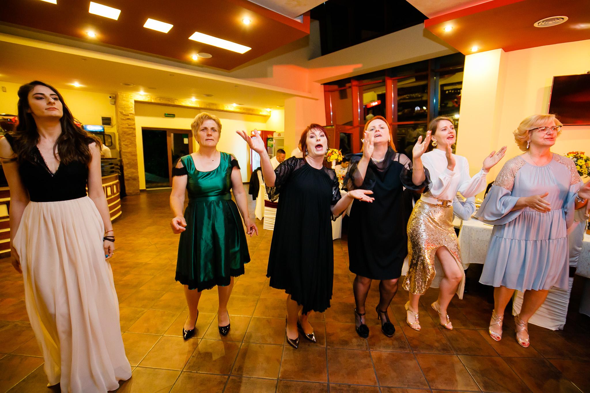 Nuntă tradițională Elisabeta și Alexandru fotograf profesionist nunta Iasi www.paulpadurariu.ro © 2018 Paul Padurariu fotograf de nunta Iasi petrecere 2