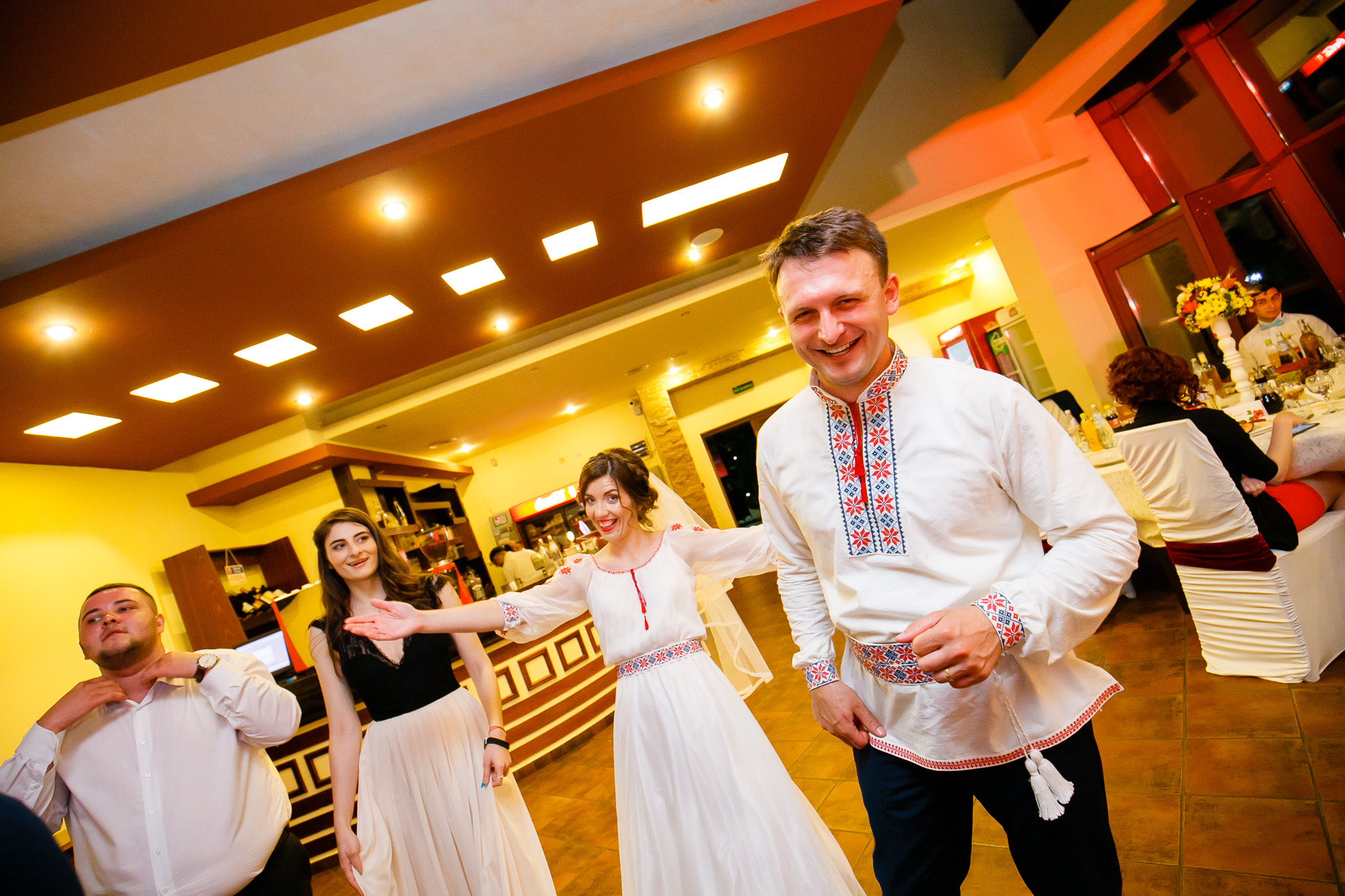 Nuntă tradițională Elisabeta și Alexandru fotograf profesionist nunta Iasi www.paulpadurariu.ro © 2018 Paul Padurariu fotograf de nunta Iasi petrecere 8