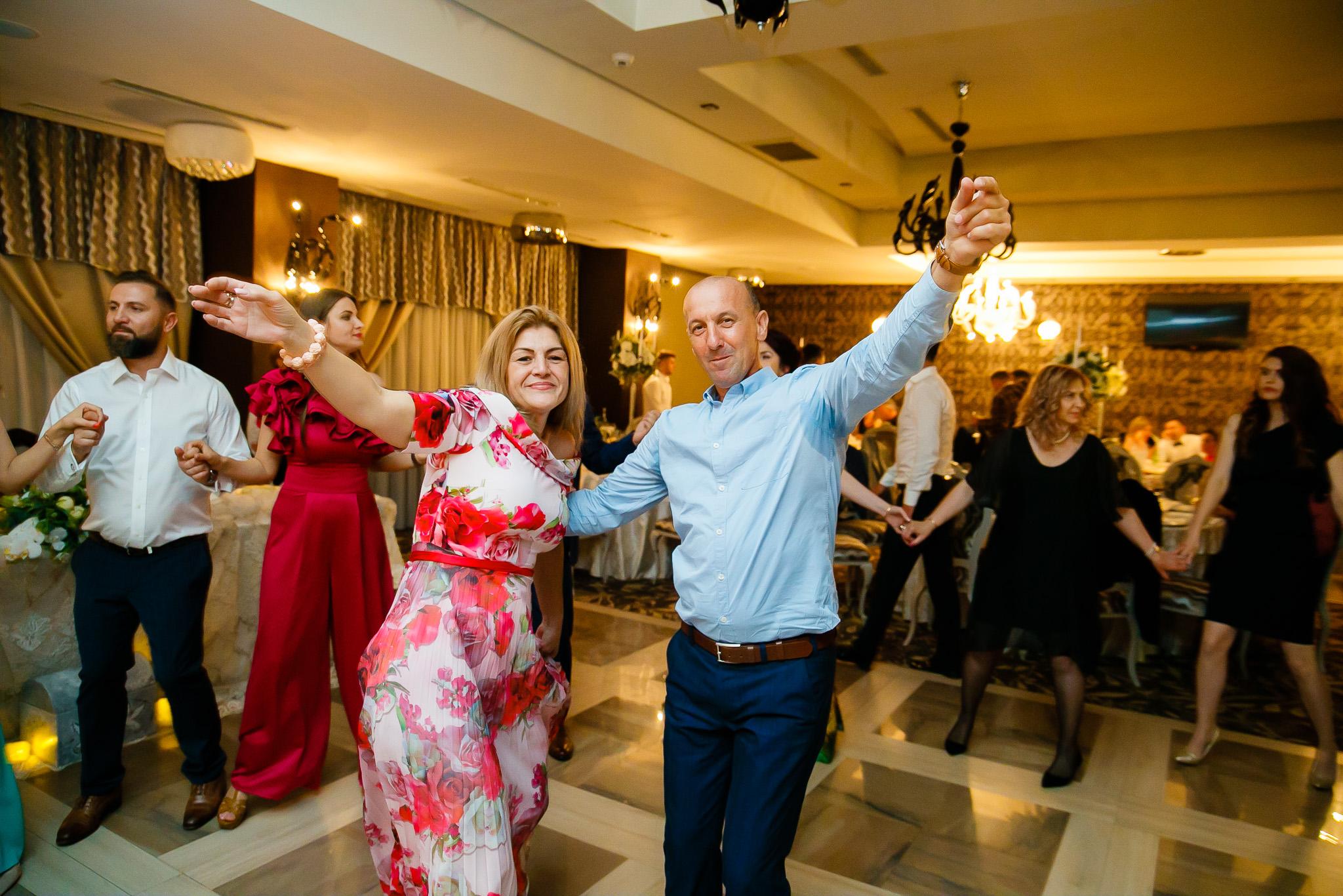Larisa si Bogdan Nuntă la Pleiada fotograf profesionist nunta Iasi www.paulpadurariu.ro © 2018 Paul Padurariu petrecere 7