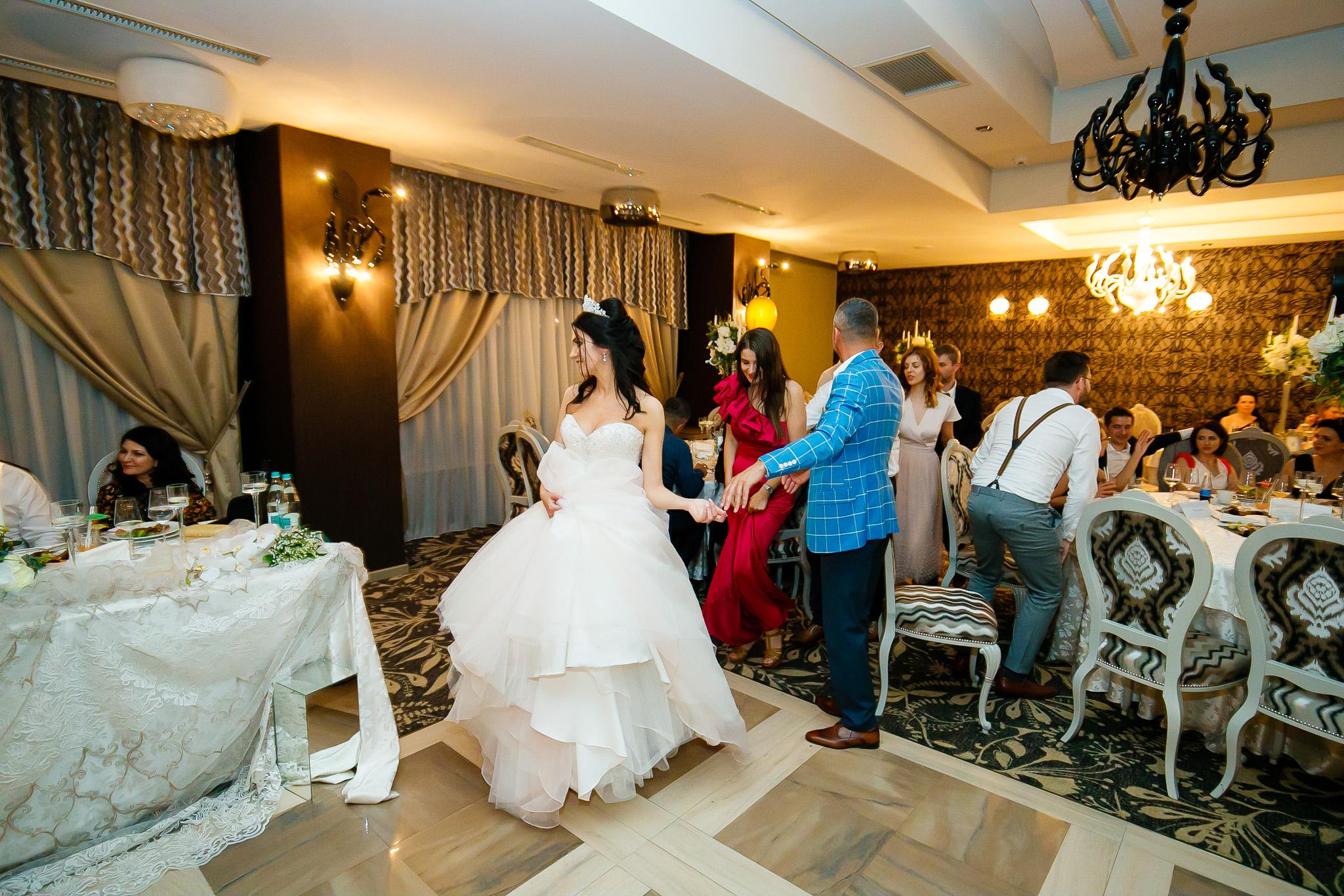 Larisa si Bogdan Nuntă la Pleiada fotograf profesionist nunta Iasi www.paulpadurariu.ro © 2018 Paul Padurariu petrecere 11