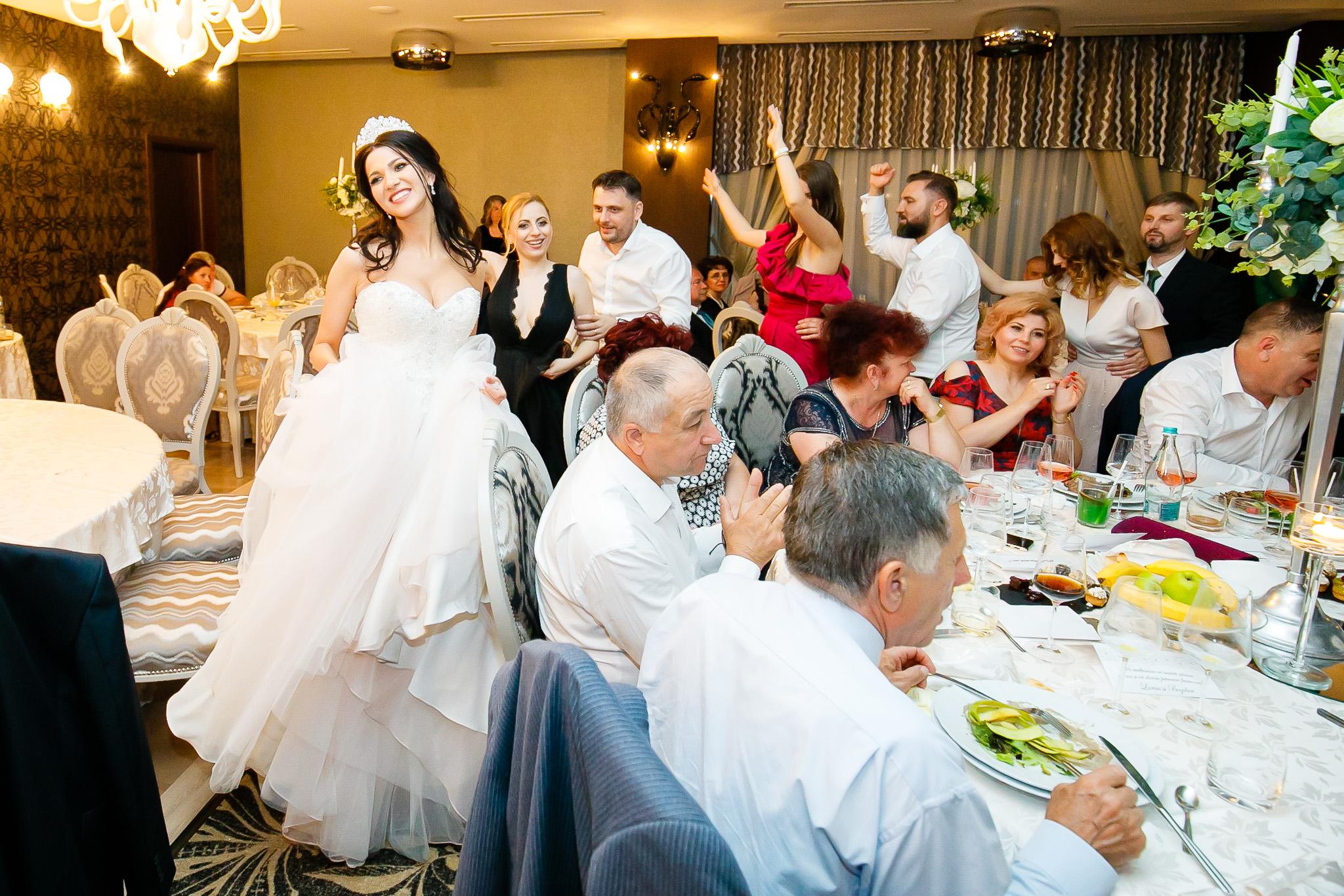 Larisa si Bogdan Nuntă la Pleiada fotograf profesionist nunta Iasi www.paulpadurariu.ro © 2018 Paul Padurariu petrecere 12