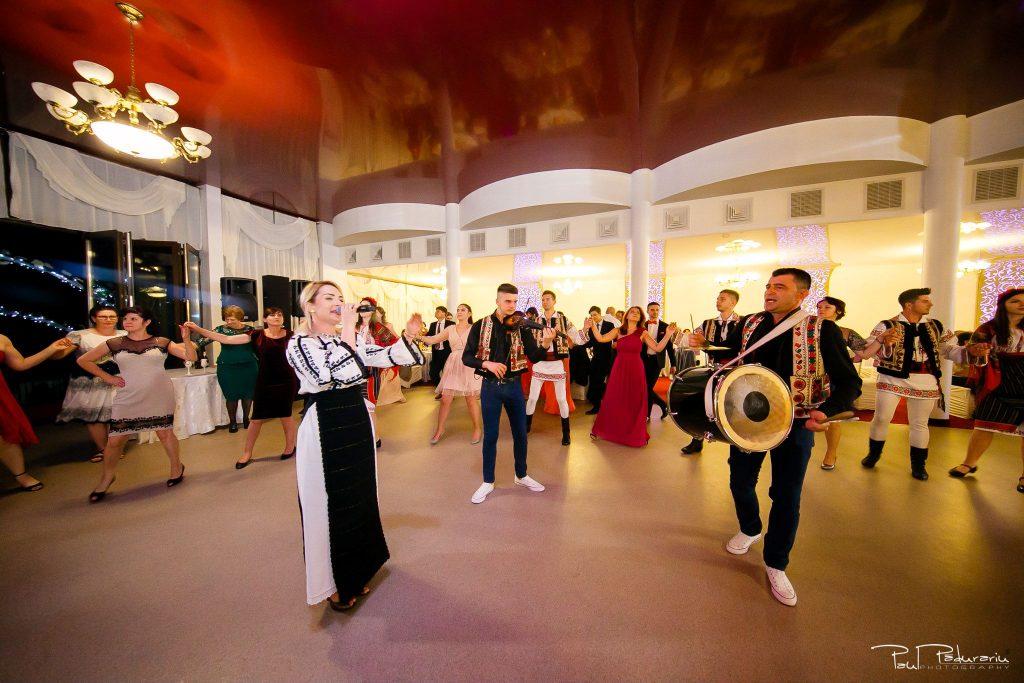 Diana Sebi nunta lavanda paul padurariu fotograf nunta Salon Regal Husi Ansamblul de dans popular Trandafir de la Moldova 1