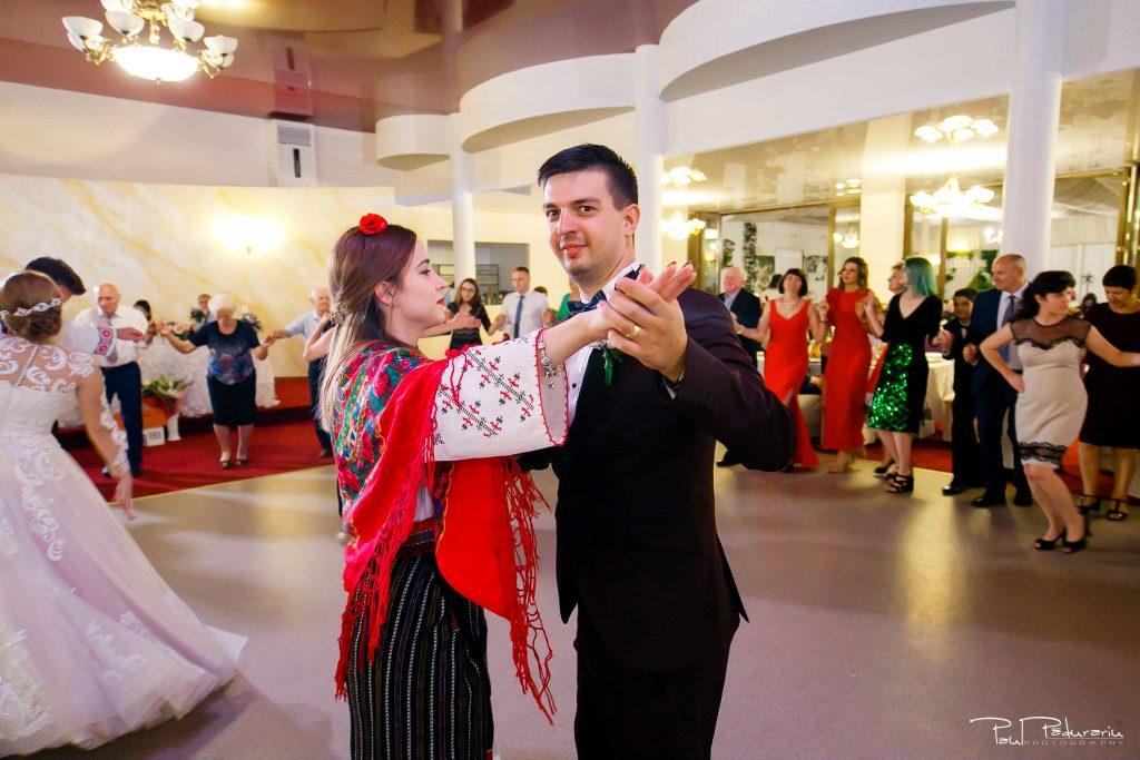 Diana Sebi nunta lavanda paul padurariu fotograf nunta Salon Regal Husi Ansamblul de dans popular Trandafir de la Moldova 2