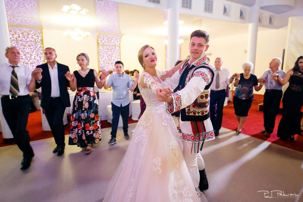 Diana Sebi nunta lavanda paul padurariu fotograf nunta Salon Regal Husi Ansamblul de dans popular Trandafir de la Moldova 3