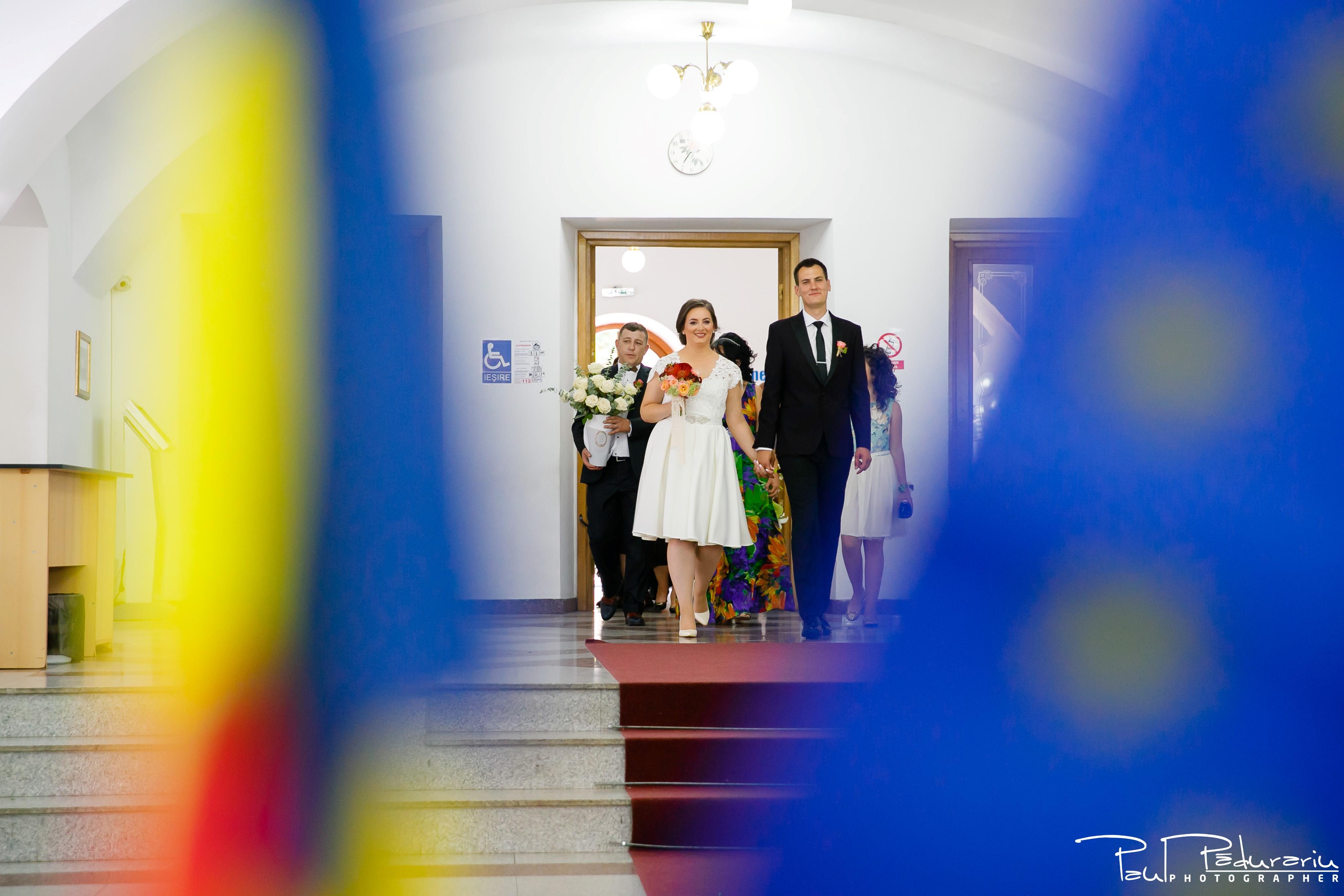 Cristina si Razvan nunta rustica la Bellaria Iasi cununia civila intrare miri fotograf profesionist nunta www.paulpadurariu.ro © 2017 Paul Padurariu