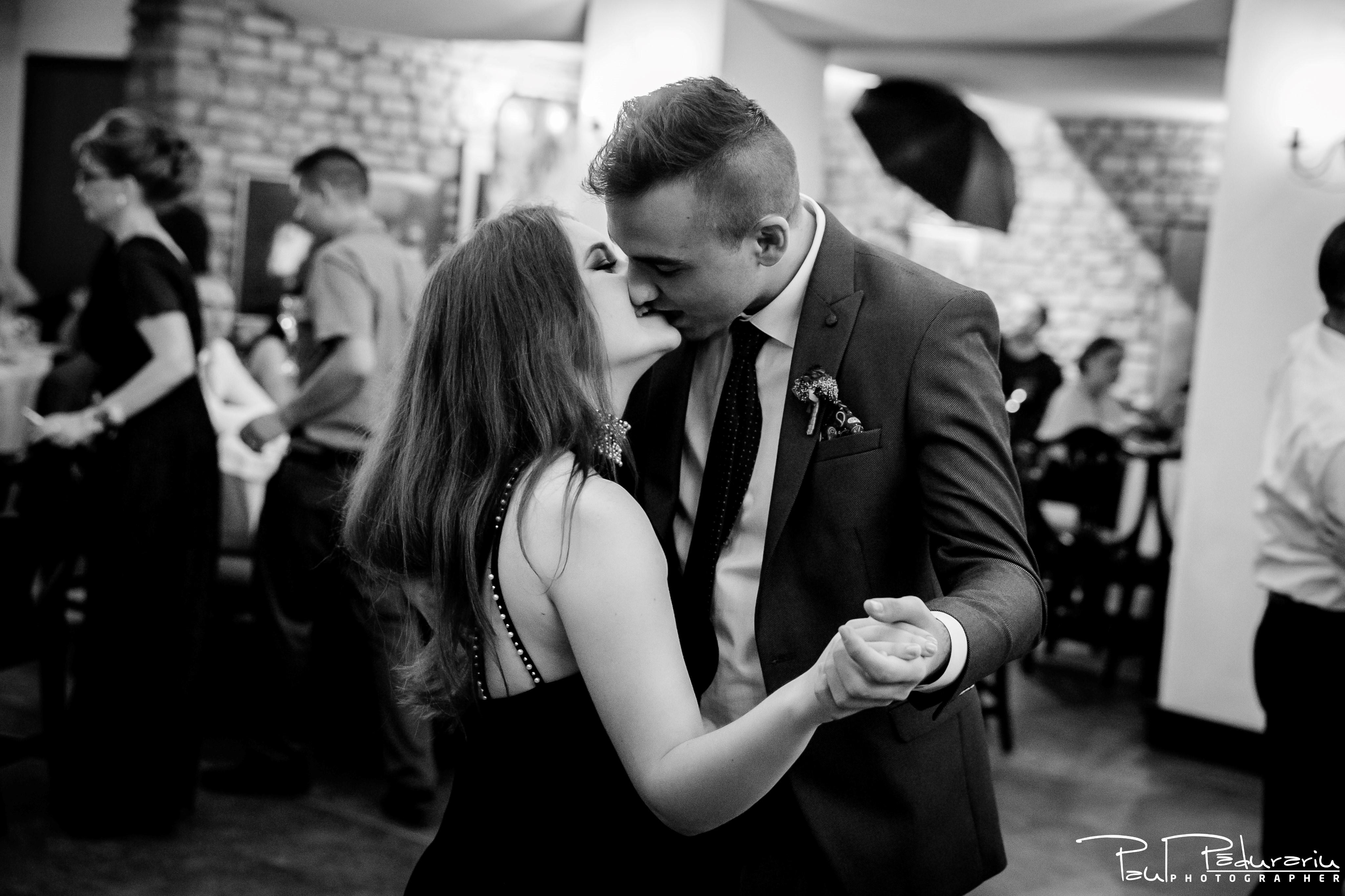 Cristina si Razvan nunta rustica la Bellaria Loja Domneasca dans invitati 4 fotograf profesionist nunta Iasi www.paulpadurariu.ro © 2017 Paul Padurariu