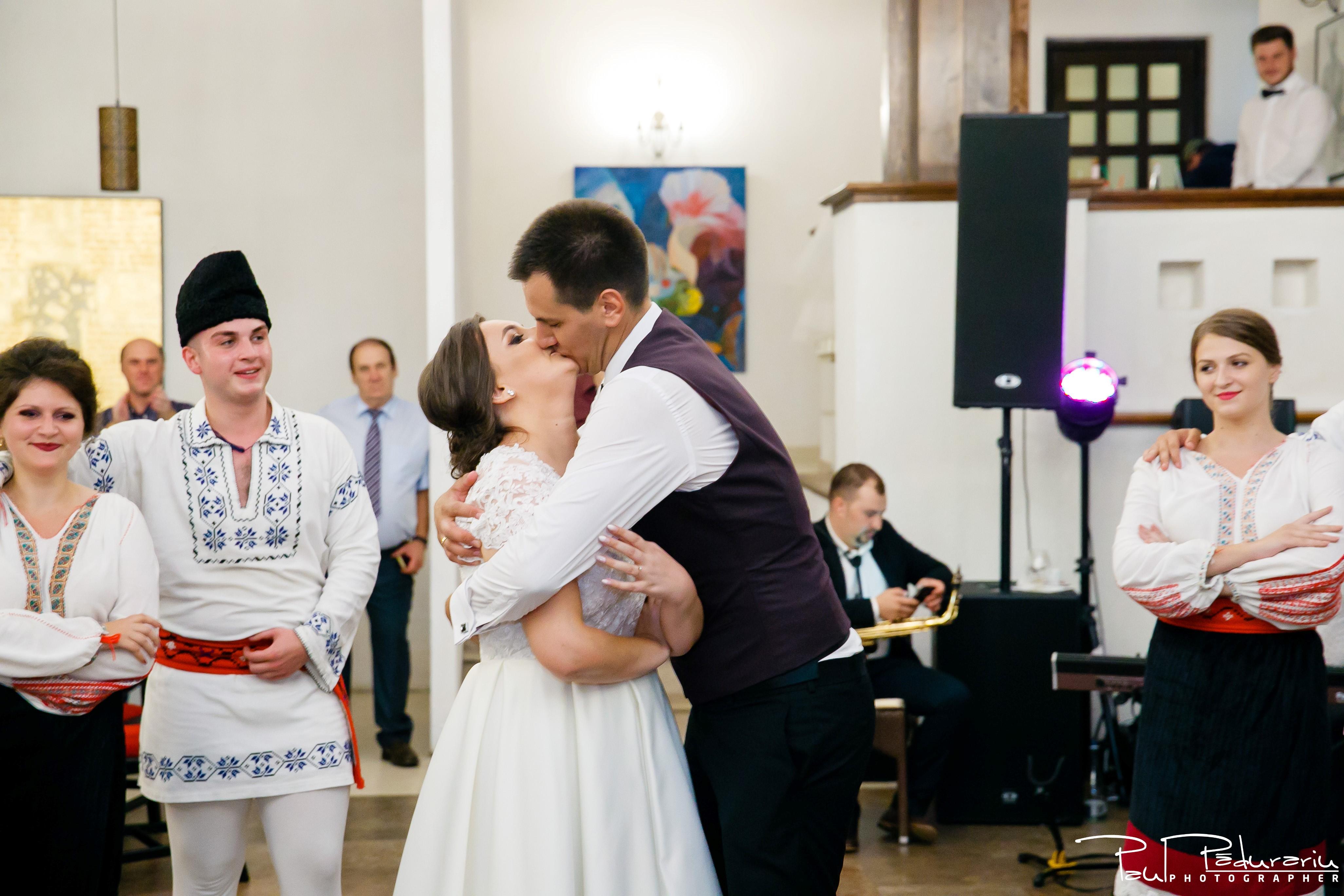 Cristina si Razvan nunta rustica la Bellaria Loja Domneasca petrecere dupa dansul cu ansamblul fotograf profesionist nunta Iasi www.paulpadurariu.ro © 2017 Paul Padurariu