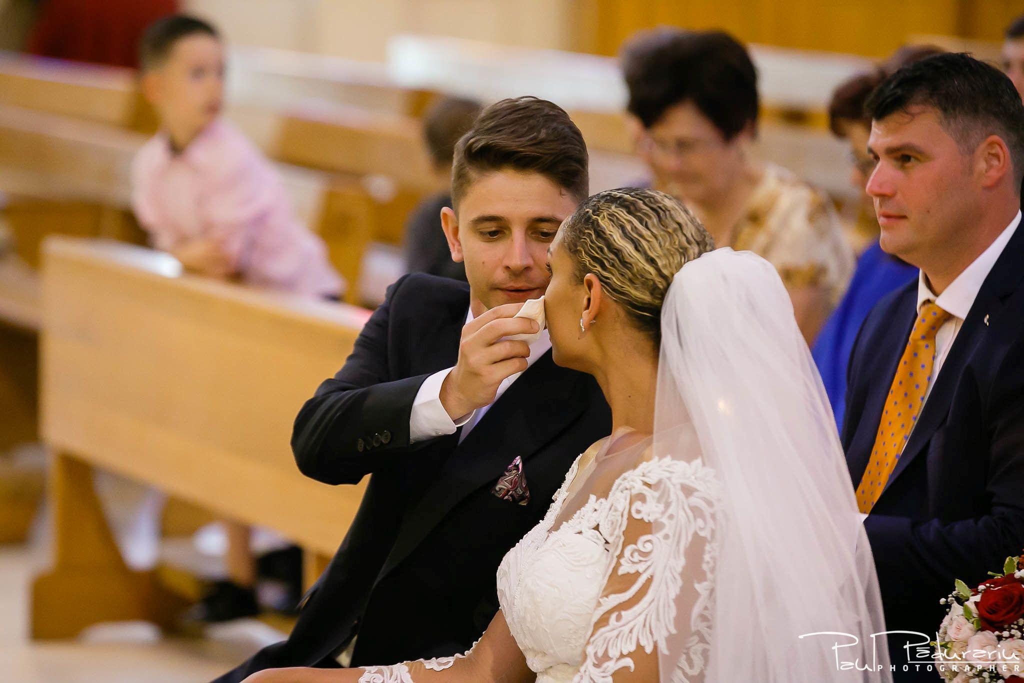 Andrei si Michaela cununia religioasa Catedrala Sfanta Fecioara Maria, Regina   fotograf nunta Iasi Paul Padurariu 11