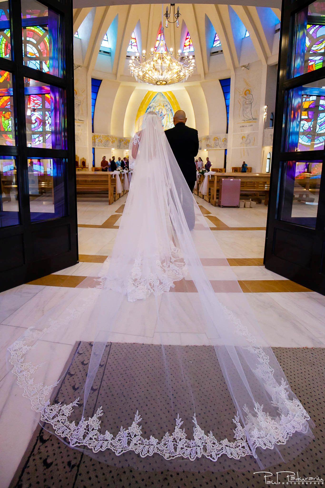 Andrei si Michaela cununia religioasa Catedrala Sfanta Fecioara Maria, Regina   fotograf nunta Iasi Paul Padurariu 5