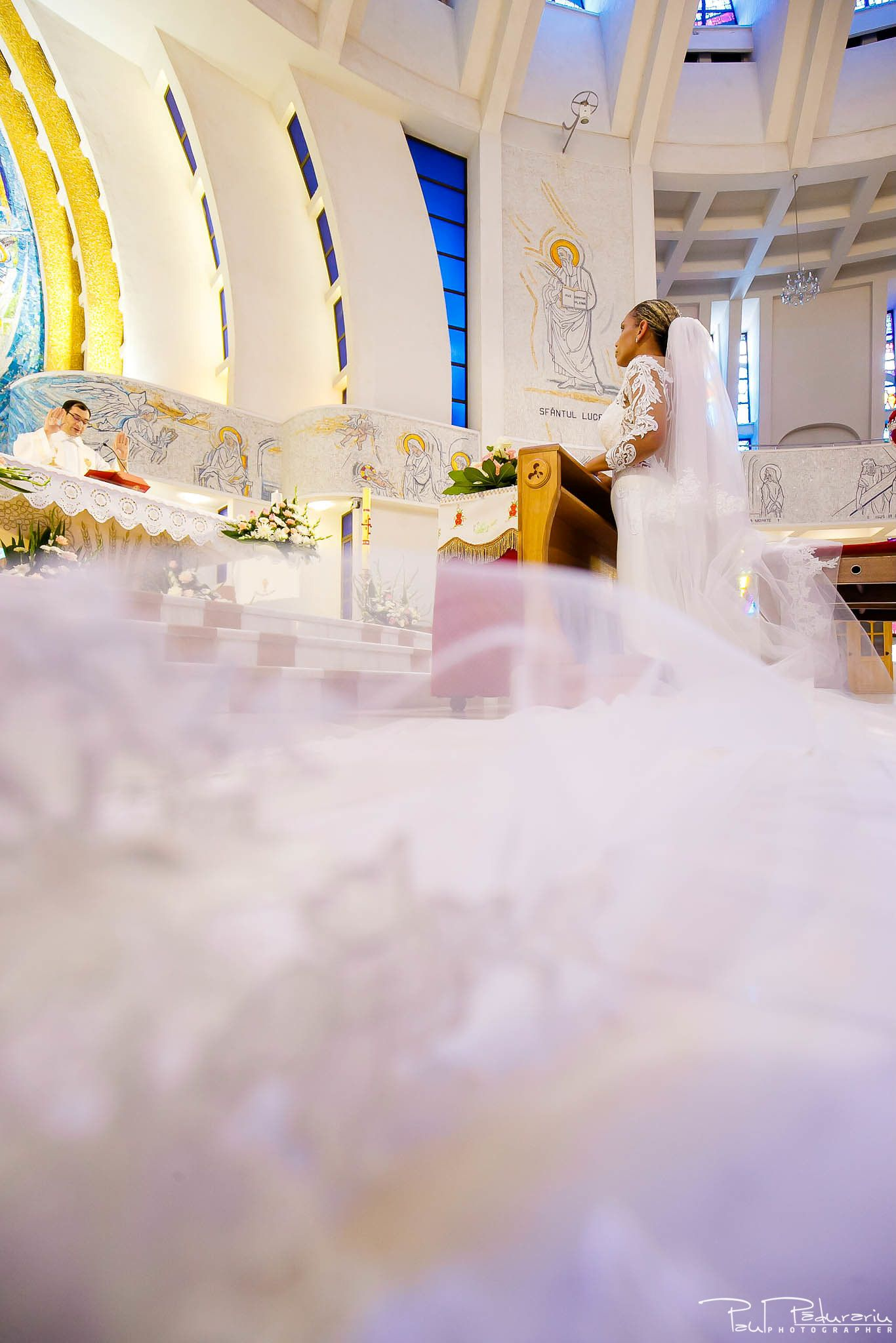 Andrei si Michaela cununia religioasa Catedrala Sfanta Fecioara Maria, Regina   fotograf nunta Iasi Paul Padurariu 8